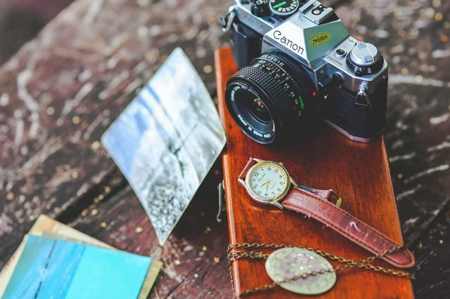 be a freelance photographer to start a business while in college, letsreachsuccess.com