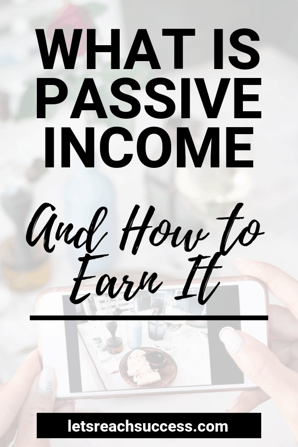 Learn what passive income is, how it works and how to make money blogging passively: #passiveincomeforbeginners #passiveincome #passiveincomeideas #makemoneyblogging #makemoneyonline #bloggingtips
