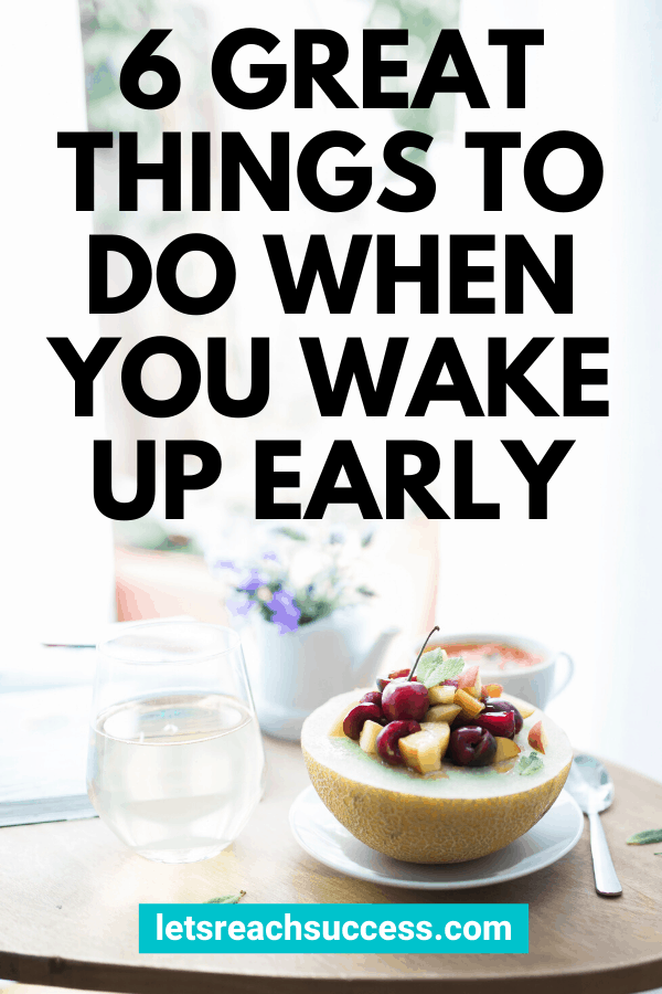 You woke up early, but how can you make the most of your morning? Here are 6 great things you can do right after you wake up to kickstart the day: #whattodowhenyouwakeupearly #thingstodointhemorning #thingstodowhenyouwakeup #morningroutine #morningritualideas #productivitytips